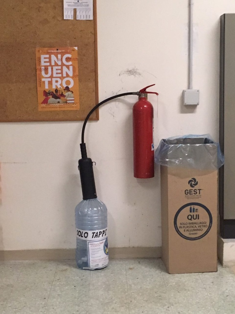 Fire extinguisher, water fire extinguisher