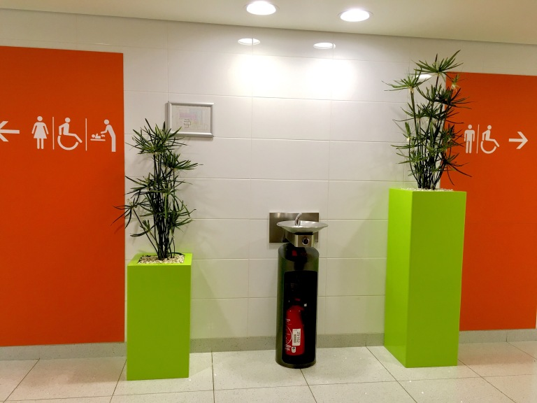 Gender neutral, Extinguisher airport, extinguishers france