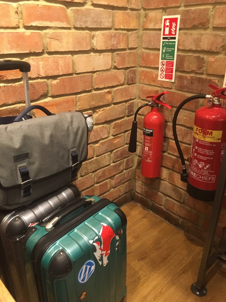 Luggage airport, luggage fire extinguisher