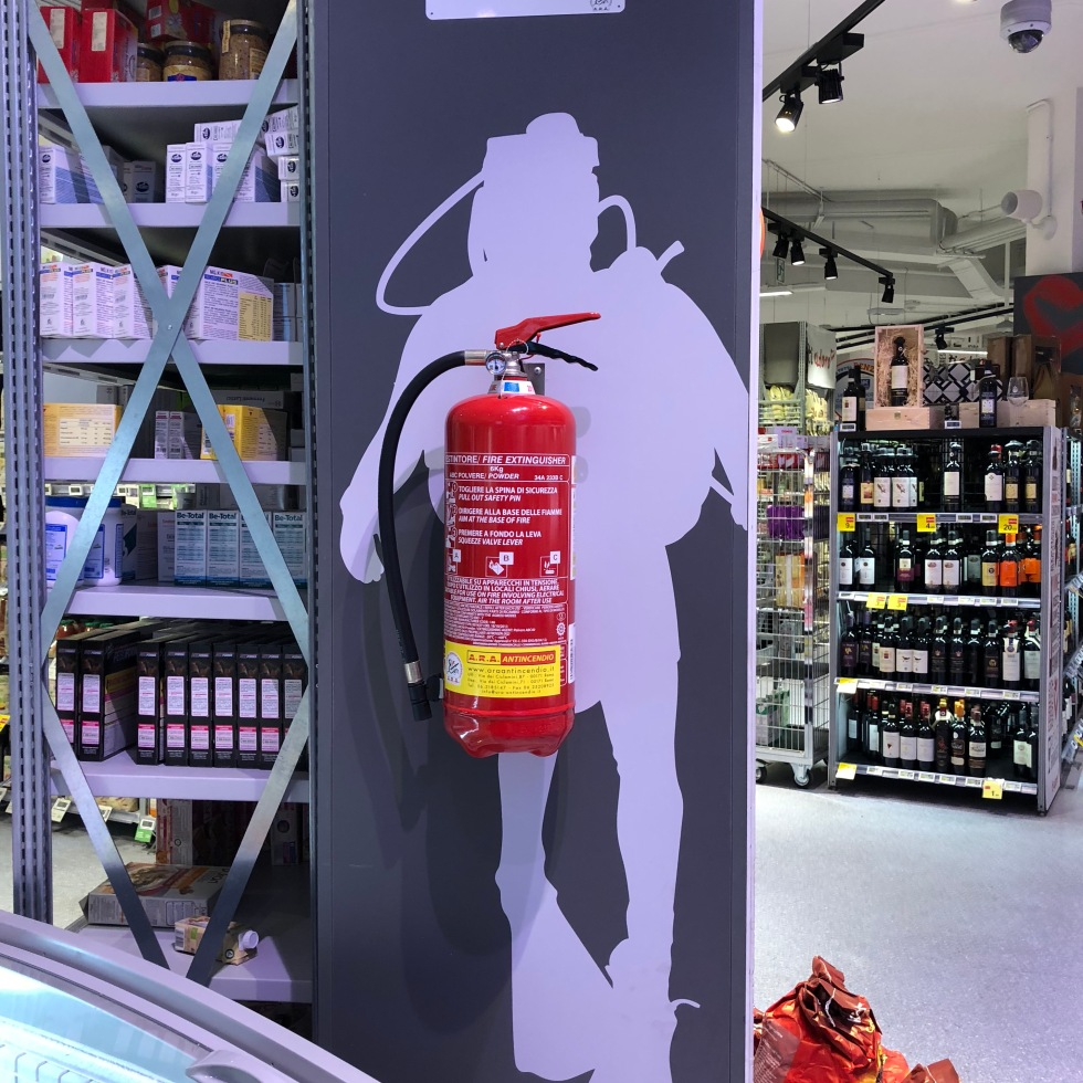 undrwater extinguisher, fire water extinguisher, shop fire safety, funny fire extinguisher